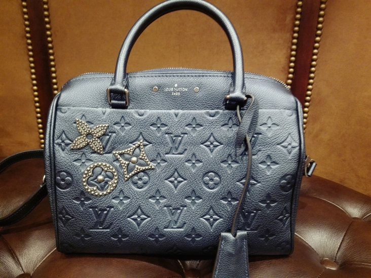 Louis Vuitton Speedy Bandouliere 25 - close up view