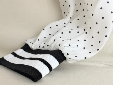 Elastic sport stripe cuff detail on a black and white polka dot shirt by ZARA Basic.