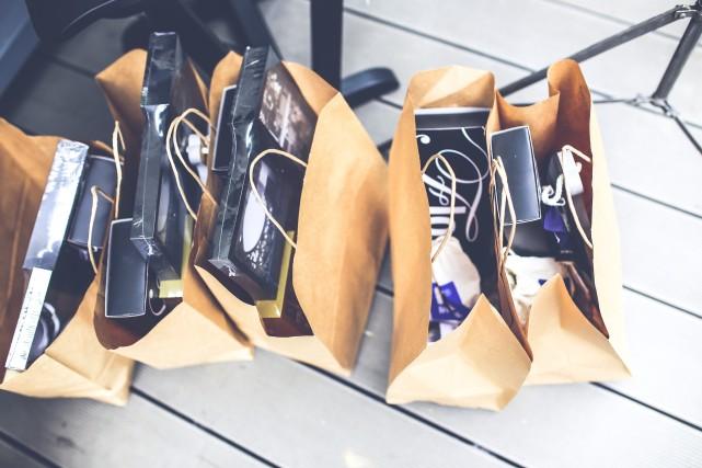 Photo by Kaboompics // Karolina from Pexels https://www.pexels.com/photo/brown-shopping-bags-5956/